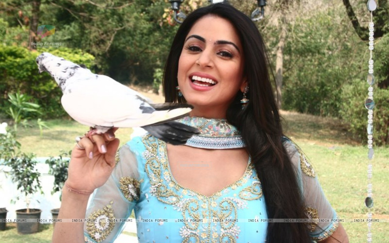 Shraddha Arya on the sets of Main Lakshmi Tere Aagan Ki (186592) size:1280x800