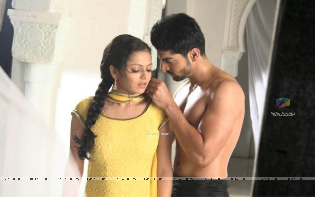 Drashti Dhami as Geet & Gurmeet Choudhary as Maan in promo making (186664) size:1280x800