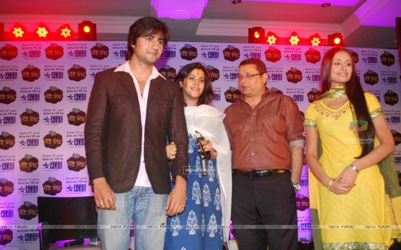 Anupriya Kapoor and Harshad Chopda With mentor Ekta Kapoor and Head of Star Plus (186724) size:1280x800