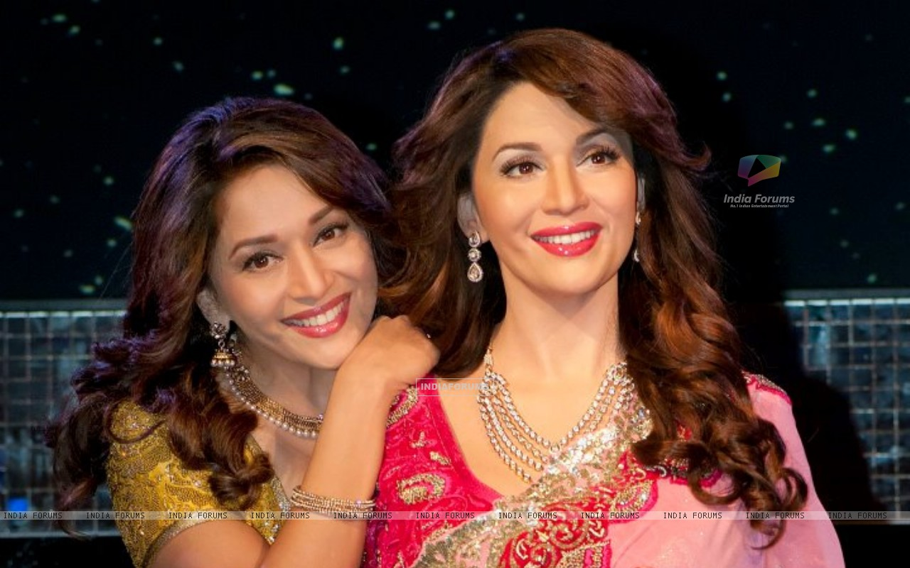 Madhuri with Madhuri (189582) size:1280x800