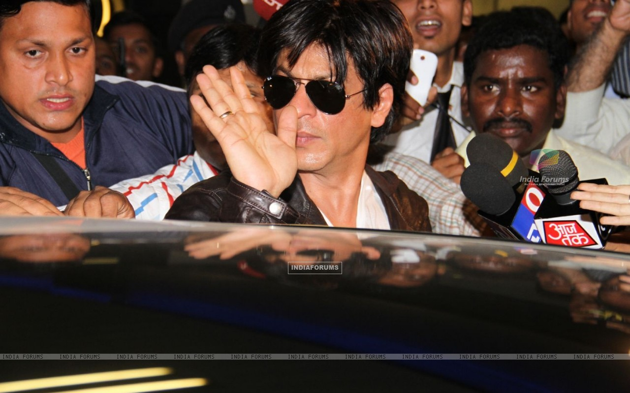 Shahrukh arrived at Mumbai airport from London (190864) size:1280x800