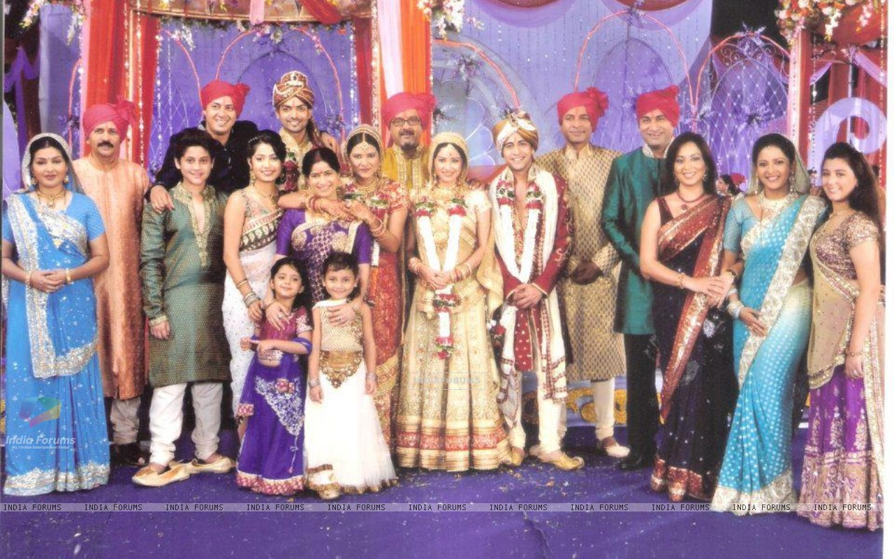 Punar Vivah cast celebrating marriage (191857) size:1280x800