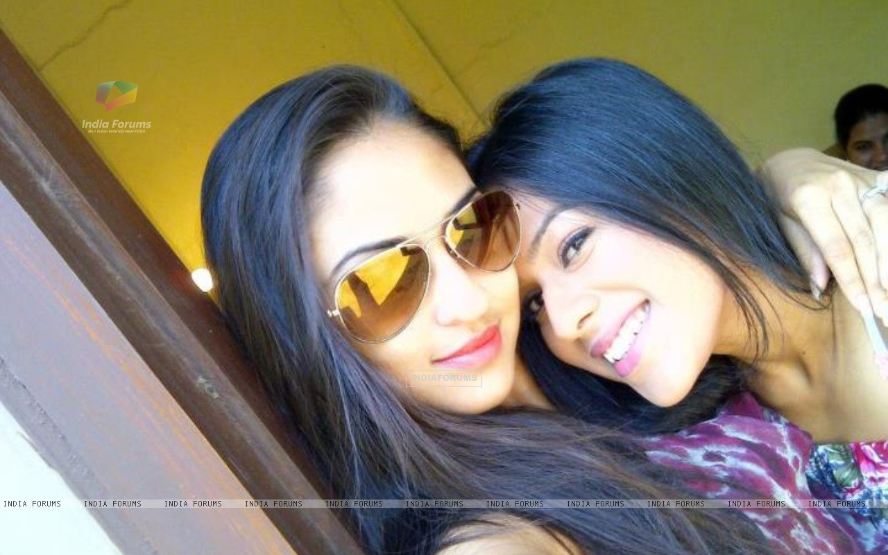 Krystle and Nia off sets (192350) size:1280x800