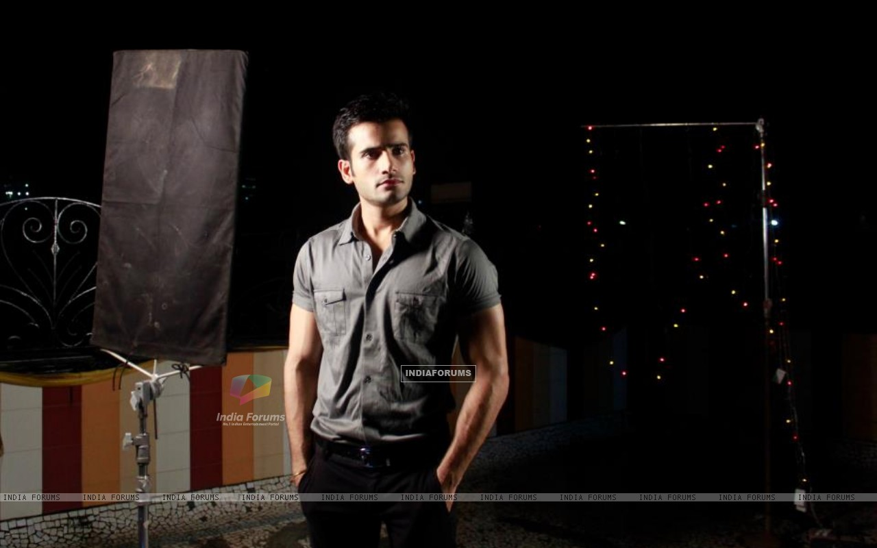 Karan Tacker in a Music Album by MadMidaas Films (193198) size:1280x800
