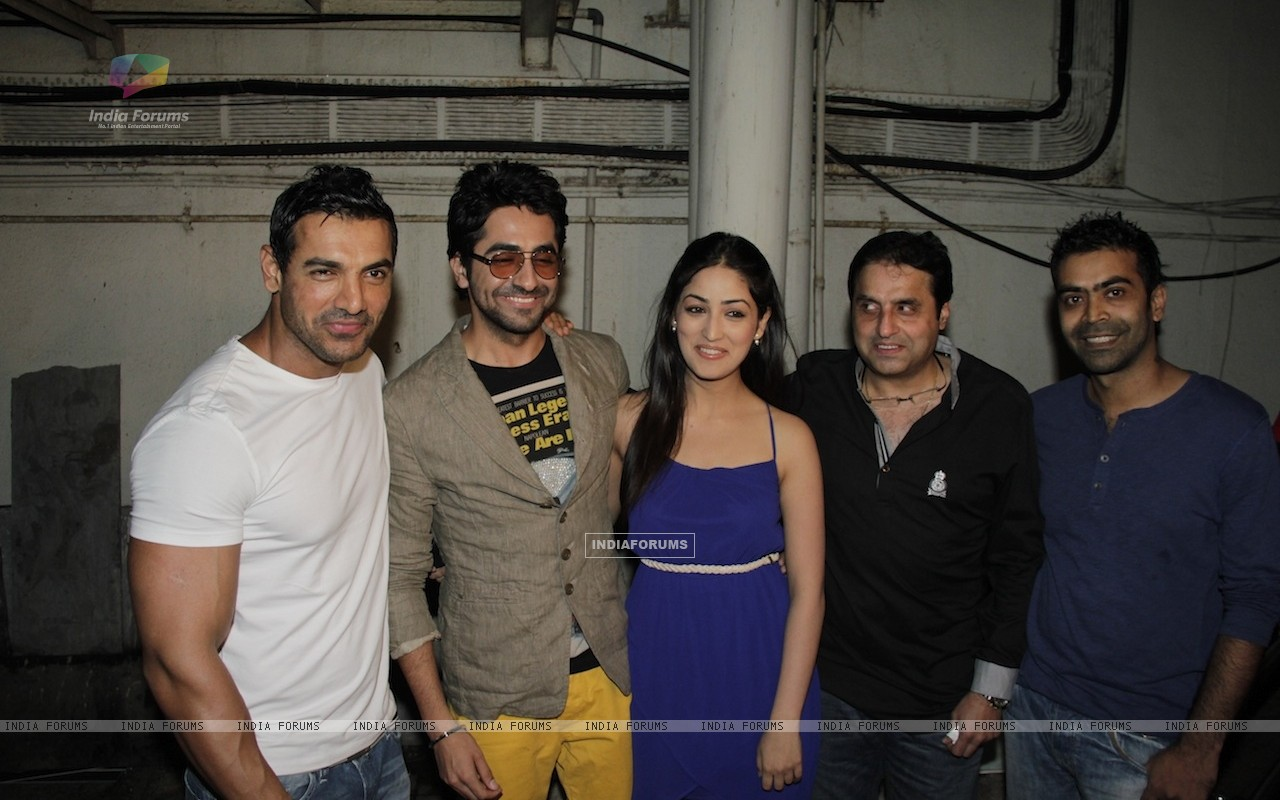 John Abraham, Ayushman, Yami Gautam at Vicky Donor special screening hosted by John Abraham at PVR (194716) size:1280x800