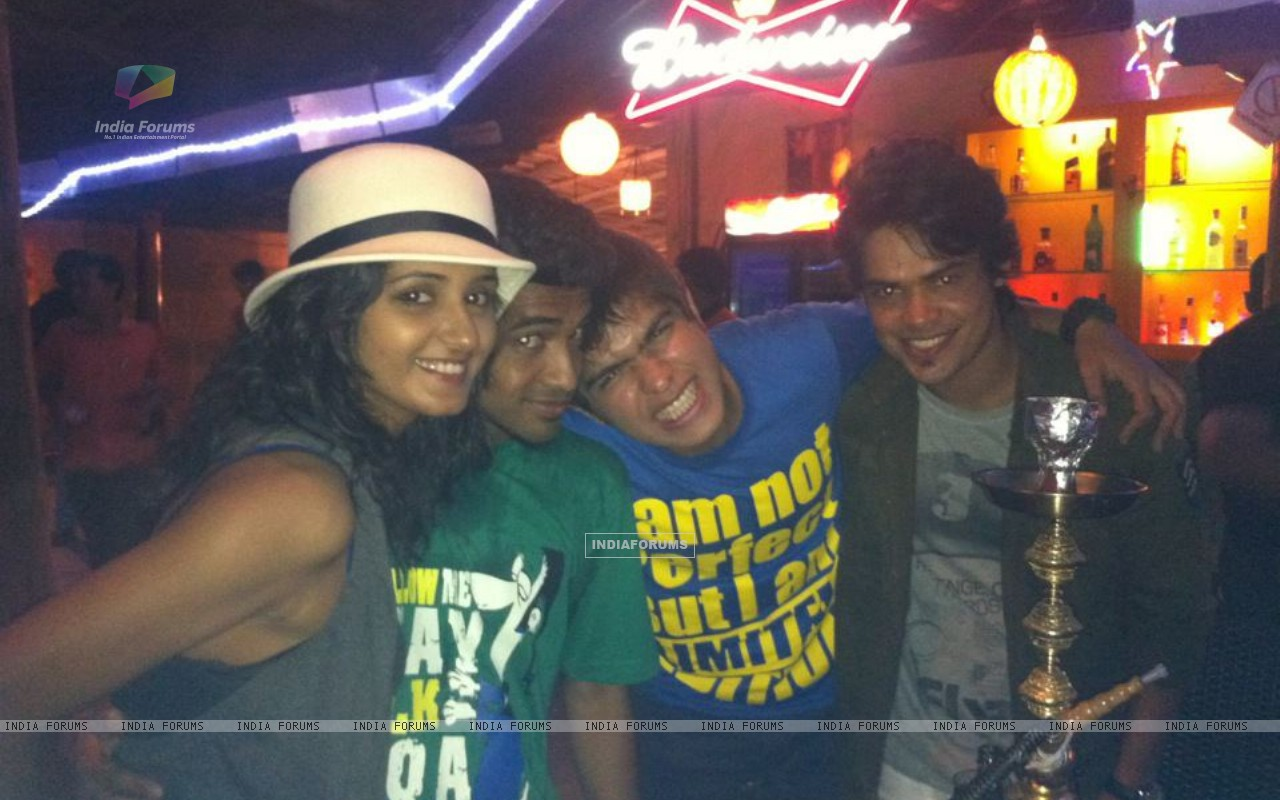 Kunwar Amarjeet Singh with Shakti Mohan, Macedon Dmello and Archie in Goa (195473) size:1280x800