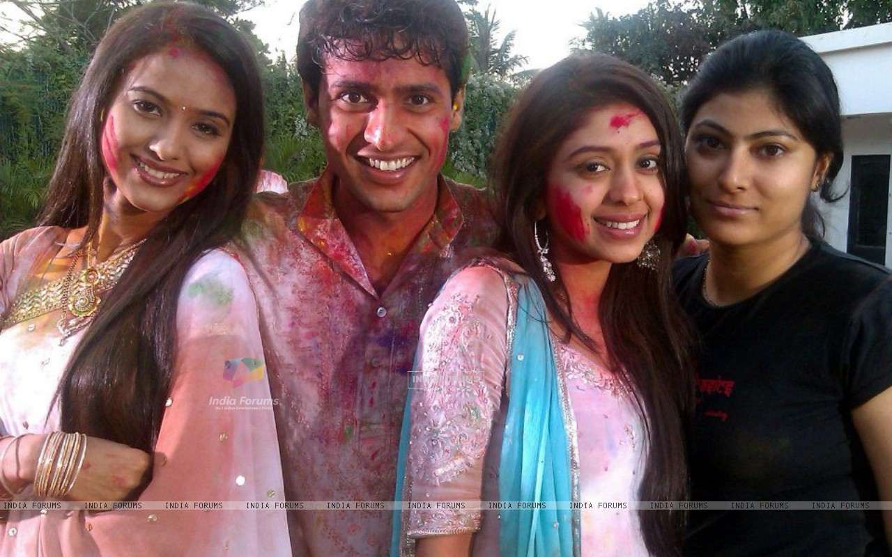 Haar Jeet cast celebrating holi on sets (196257) size:1280x800