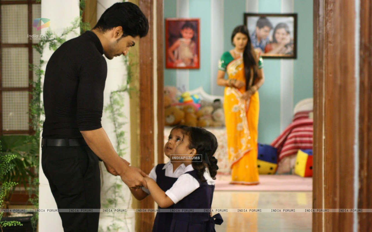 Gurmeet and Kratika on sets of  Punar Vivah (196319) size:1280x800