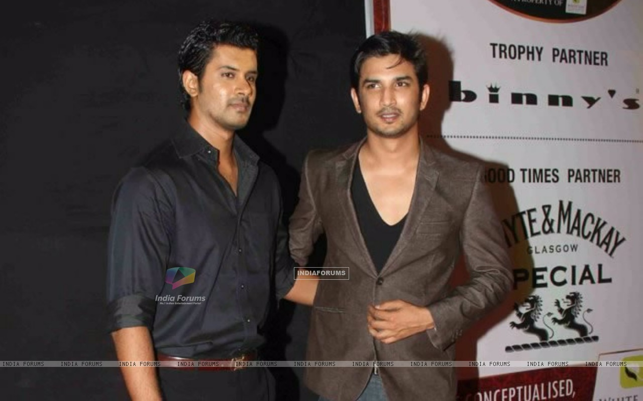 Sushant Singh Rajput and Tabrez Khan at Gold Awards (196763) size:1280x800