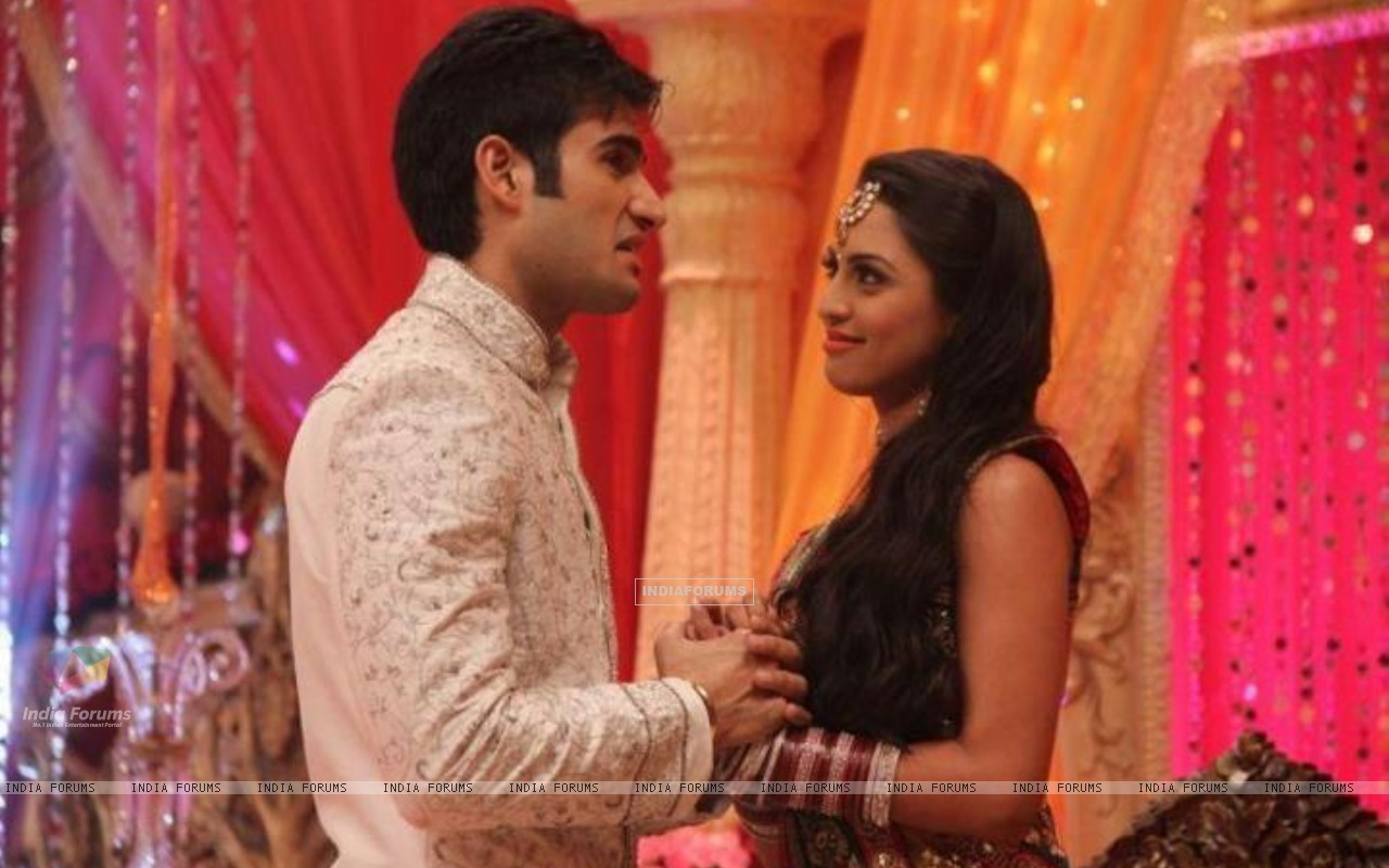 Karan Tacker and Kryste Dsouza (197770) size:1280x800