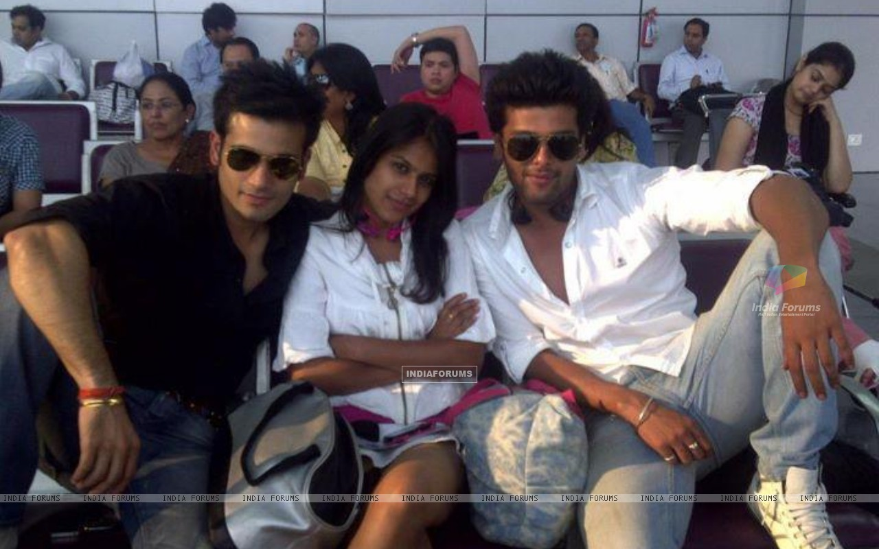 Nia Sharma, Karan Tacker & kushal tandon (198359) size:1280x800