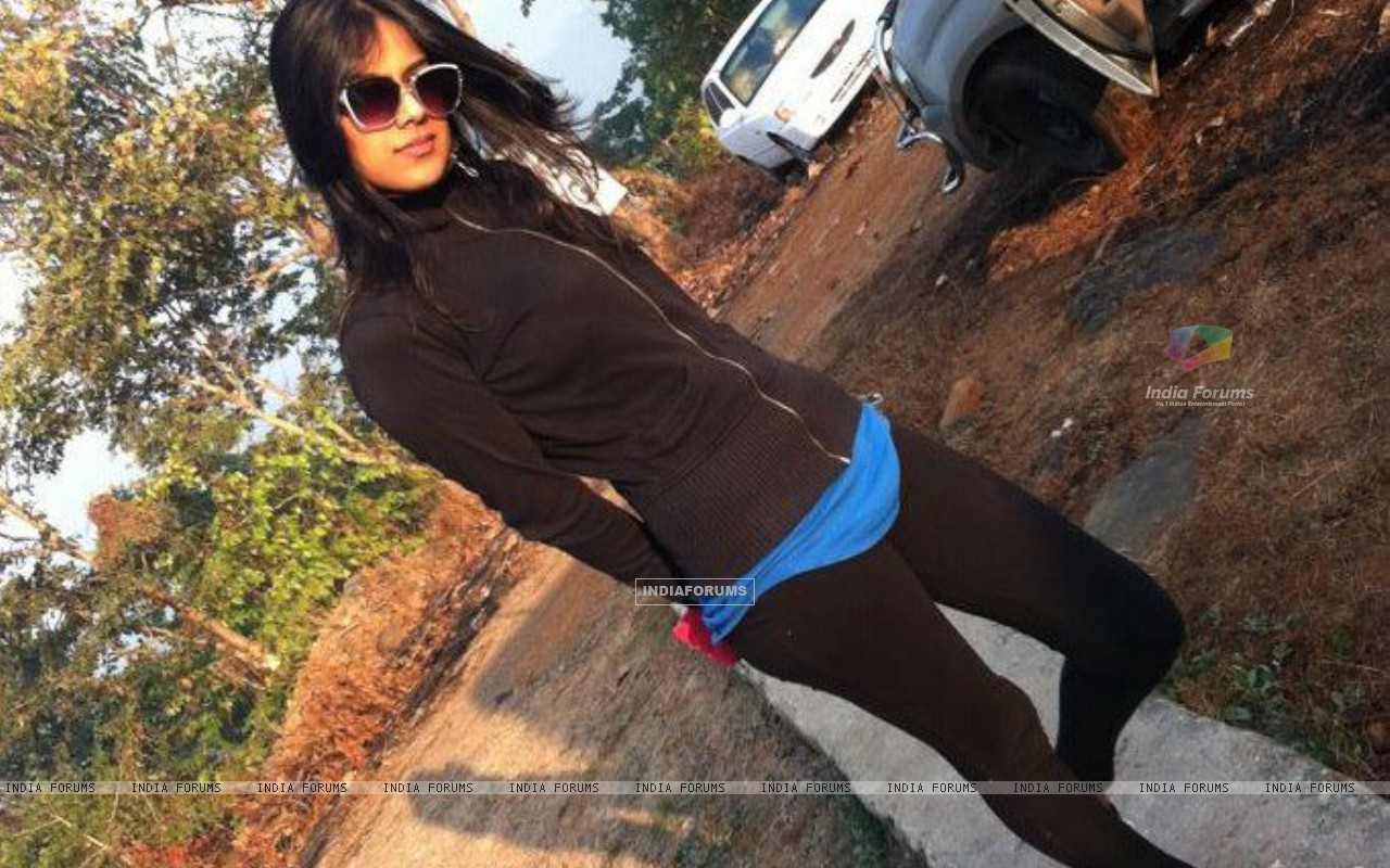 Nia sharma at outdoor shoots (198361) size:1280x800