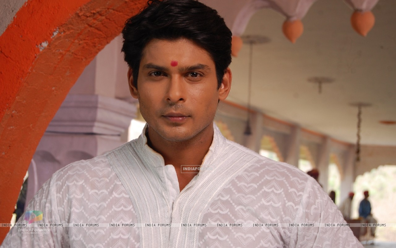Siddharth Shukla on the sets of Balika Vadhu (199857) size:1280x800
