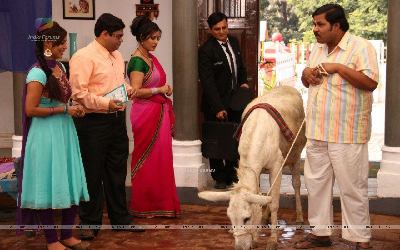 Debina Bonnerjee, Shilpa Shinde, Paresh Ganatra, Sumit Arora on the Sets of CG (200129) size:1280x800