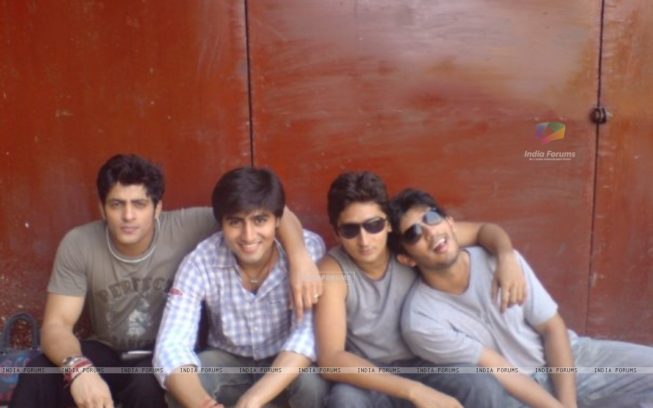 Harshad Chopra, Kunal Karan Kapoor and Arjun Bijlani (200755) size:1280x800