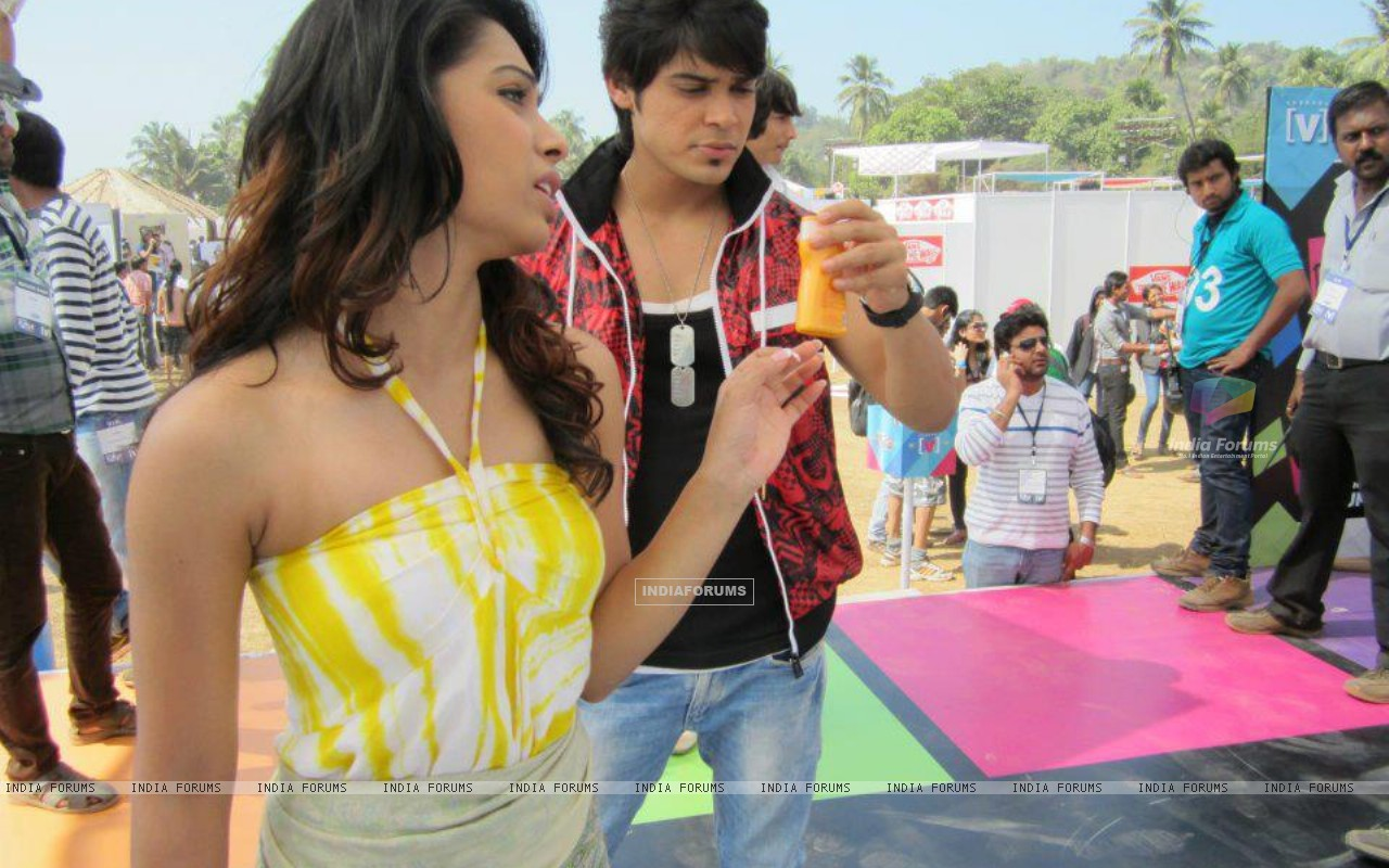Sneha Kapoor and Kunwar Amar in Goa (200764) size:1280x800
