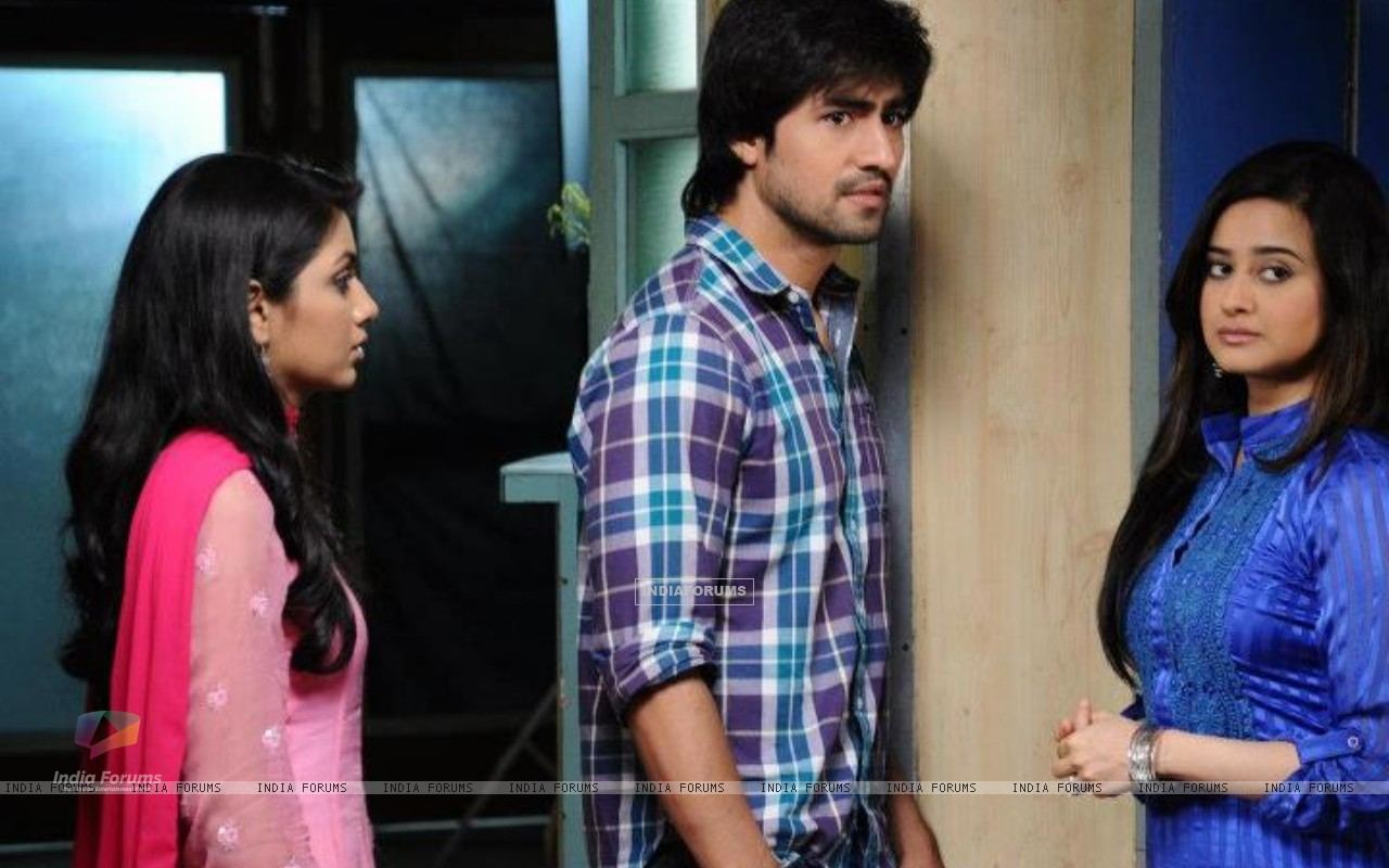 Harshad Chopra, Sriti Jha and Neha Mehta (202256) size:1280x800