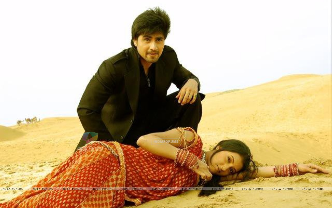 Harshad Chopra and Additi Gupta (202612) size:1280x800