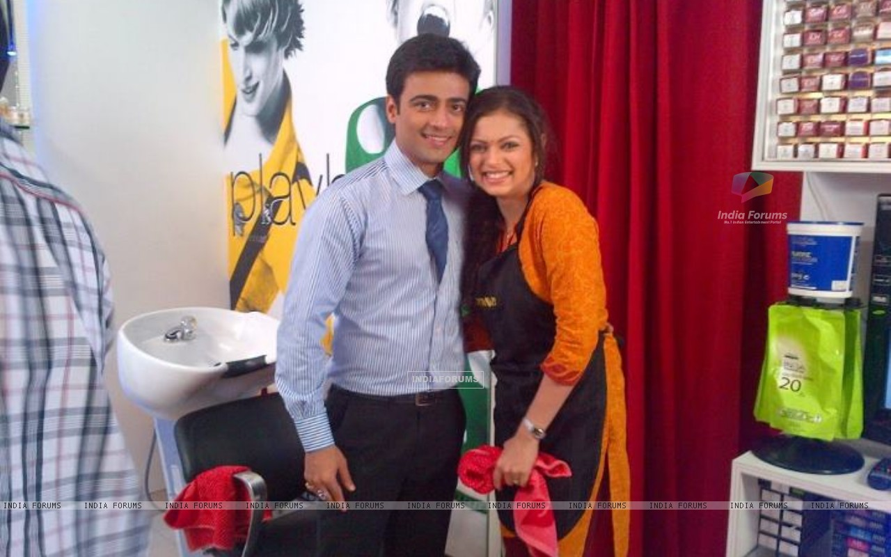 Drashti Dhami with Manish Naggdev (203080) size:1280x800