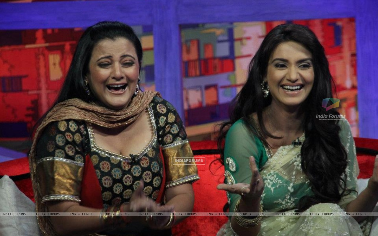 Rati Pandey & Smita Singh on Sab tv show Movers & Shakers (203253) size:1280x800