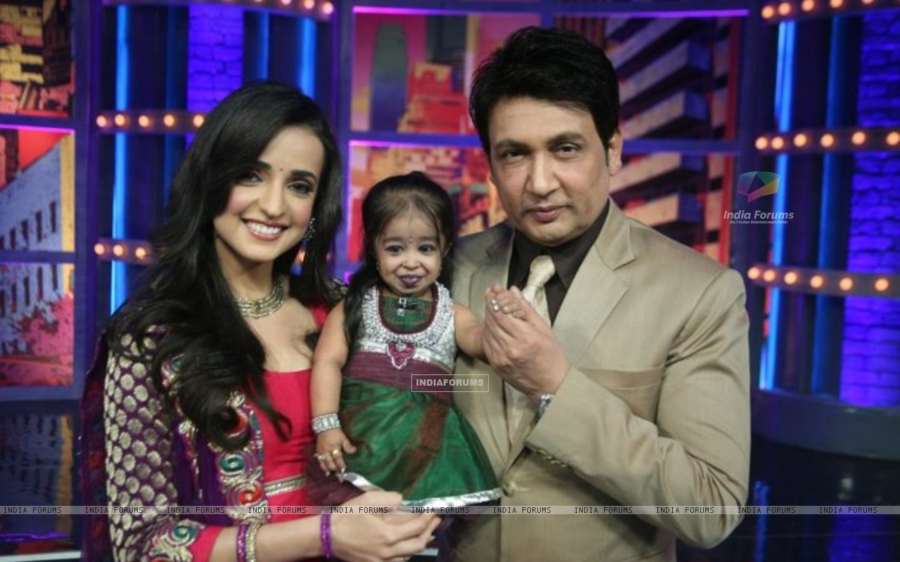 Sanaya Irani and Shekhar Suman on Movers and Shakers (203582) size:1280x800