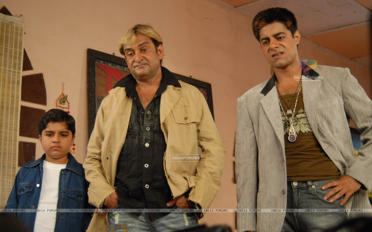 Mahesh Manjrekar and Sushant Singh in the movie Toss (20367) size:1280x800