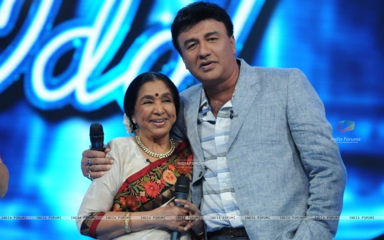Asha Bhosle and Anu Malik on the set of Indian Idol 6 (204753) size:1280x800