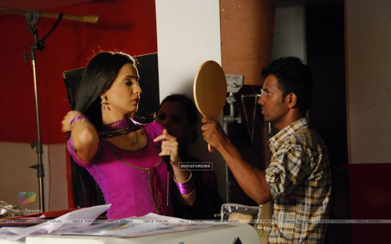 Sanaya Irani on the sets of Iss Pyaar Ko Kya Naam Doon? (204816) size:1280x800
