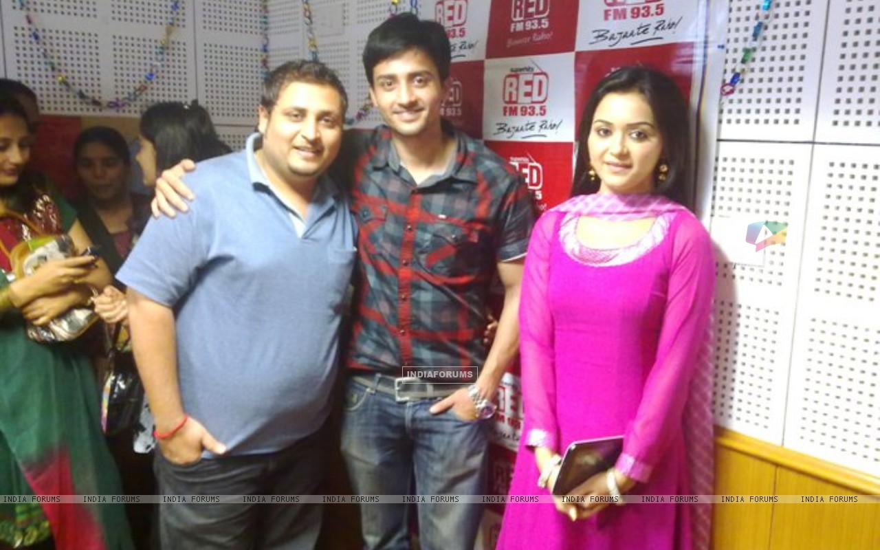 Rageeni Nandwani and Mukul Harish visits Red FM Studio (204896) size:1280x800