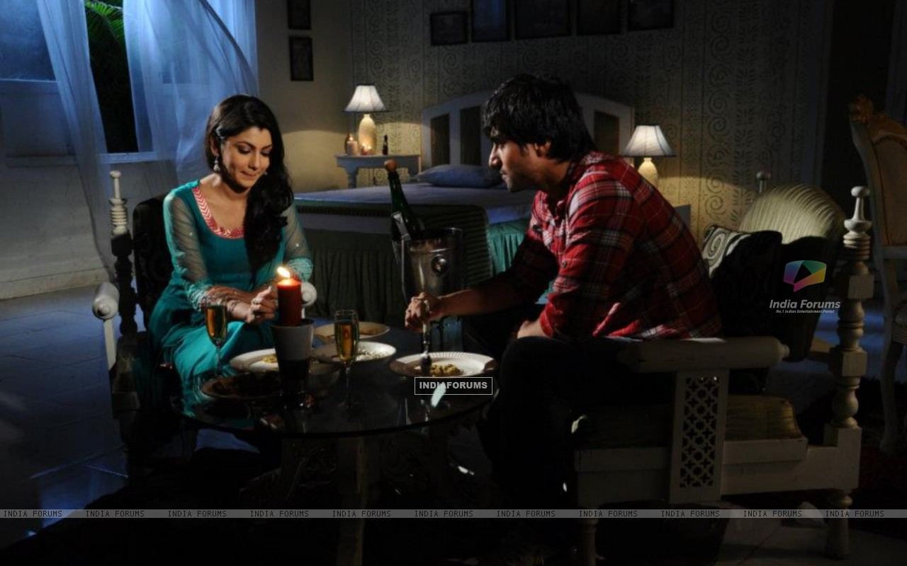 Harshad Chopra and Sriti Jha (208548) size:1280x800