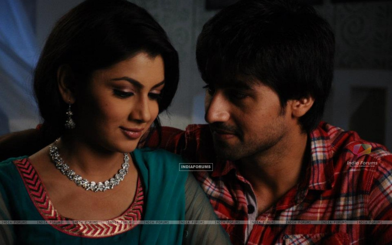 Harshad Chopra and Sriti Jha (208549) size:1280x800