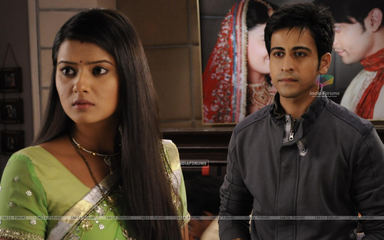 Kratika Sengar & Dishank Arora on the sets of Punar Vivah (208661) size:1280x800