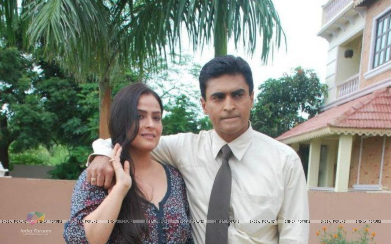 Mohnish Bahl with his wife Aarti Bahl (208839) size:1280x800
