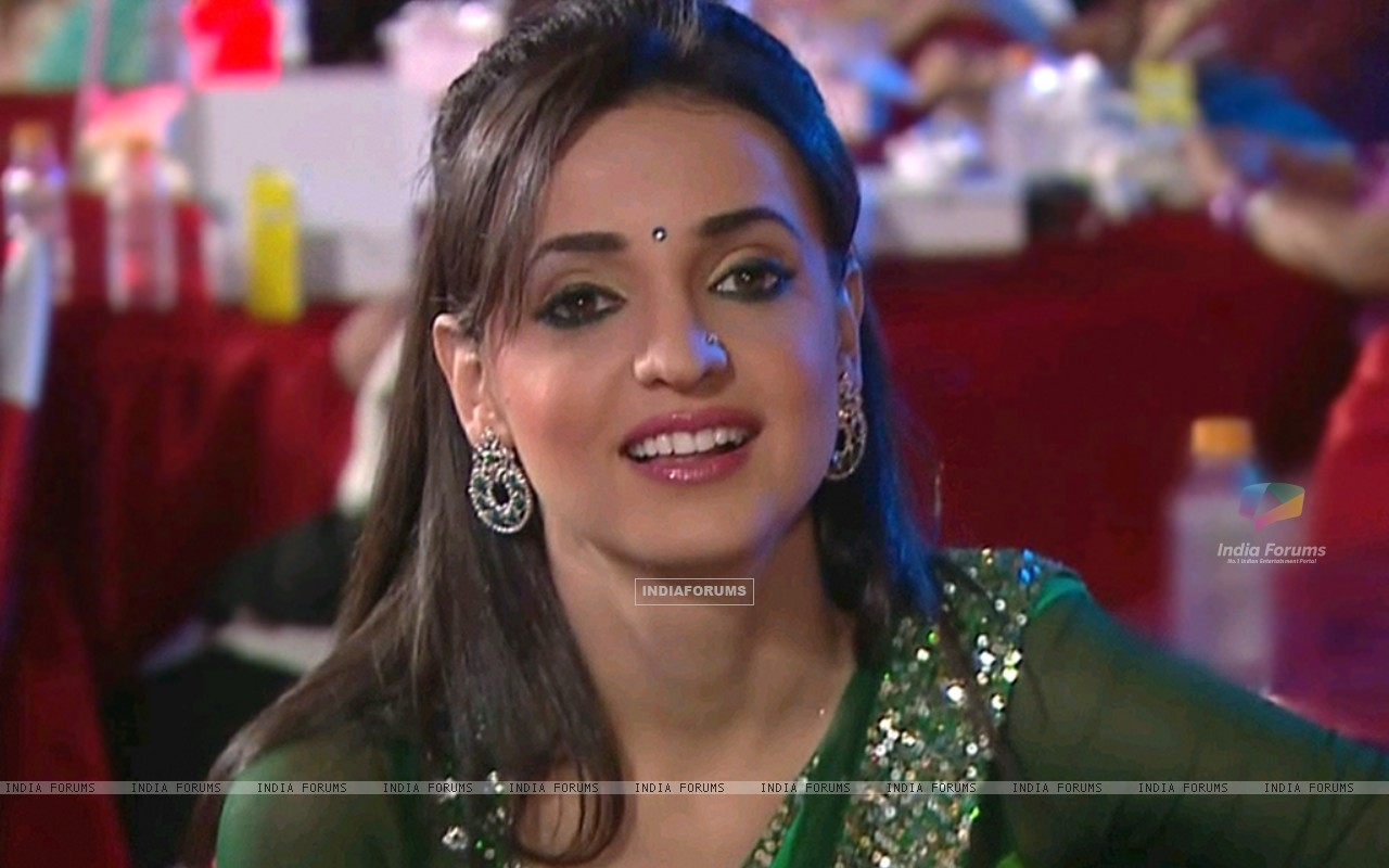 Sanaya Irani in SPA 2012 (210859) size:1280x800