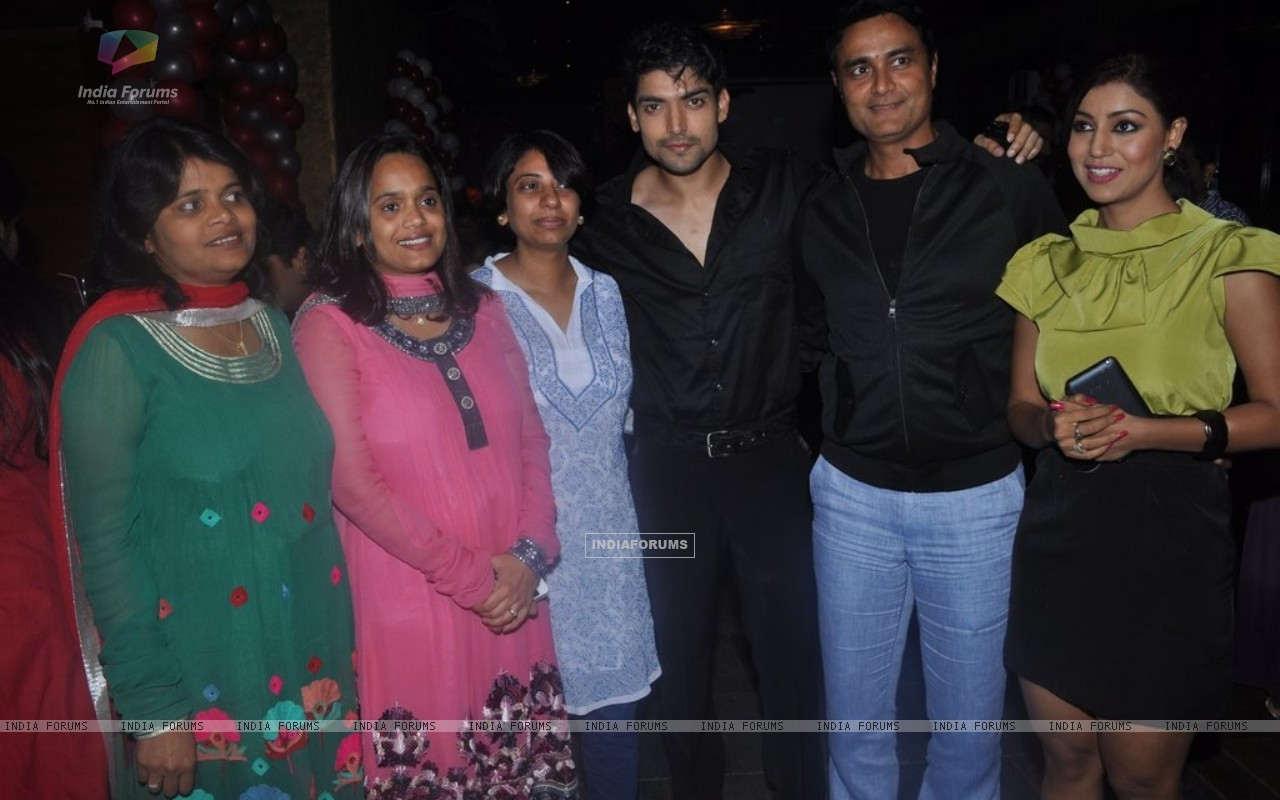 Gurmeet Choudhary, Debina Bonnerjee at Punar Vivah 100 Episode celebration (211752) size:1280x800