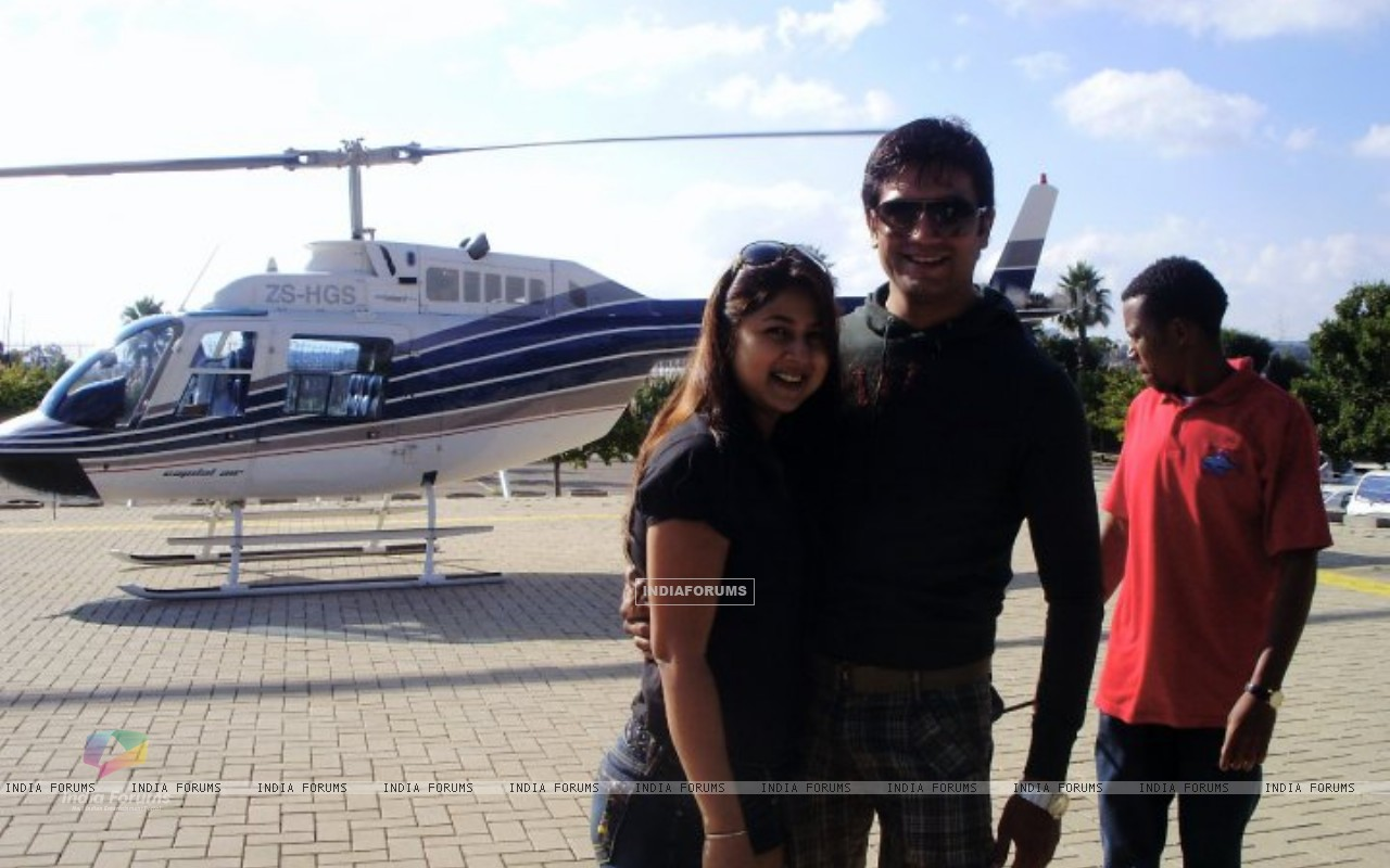 Sharad Kelkar With Keerti in South Africa (212078) size:1280x800