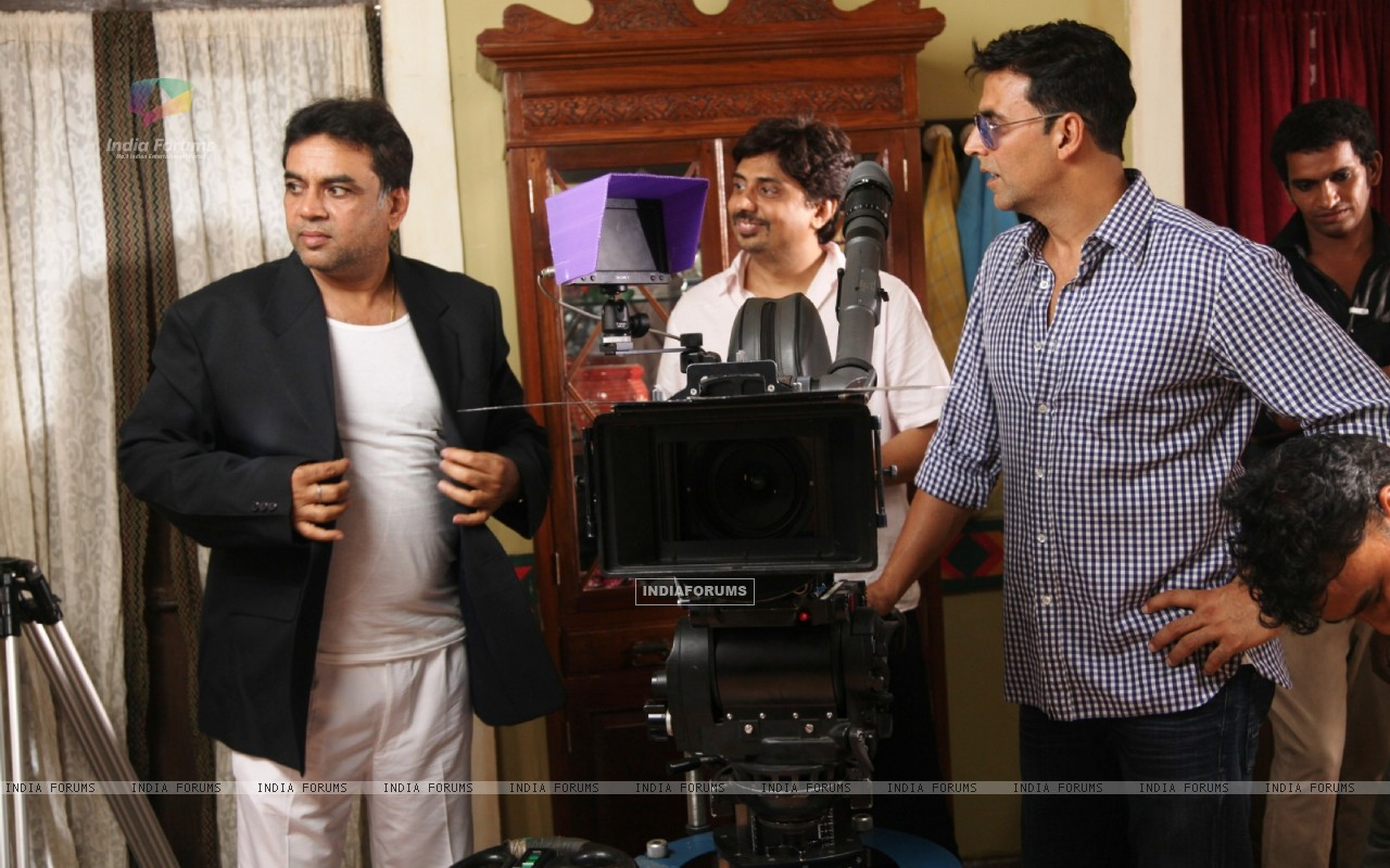 Akshay Kumar and Paresh Rawal on the sets of movie OMG! Oh My God (212084) size:1280x800