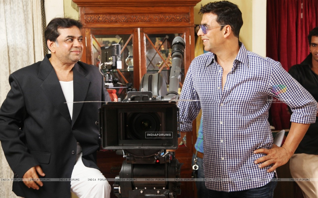 Akshay Kumar and Paresh Rawal on the sets of movie OMG! Oh My God (212085) size:1280x800