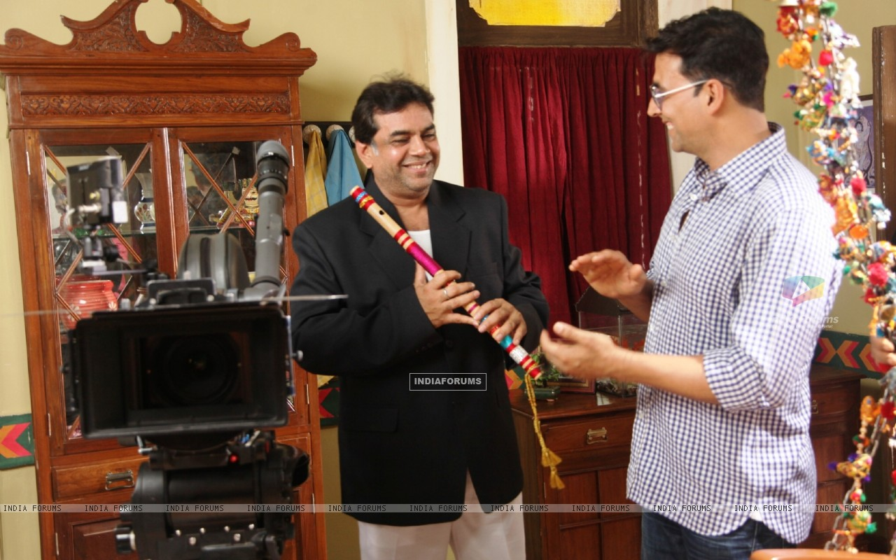Akshay Kumar and Paresh Rawal on the sets of movie OMG! Oh My God (212087) size:1280x800