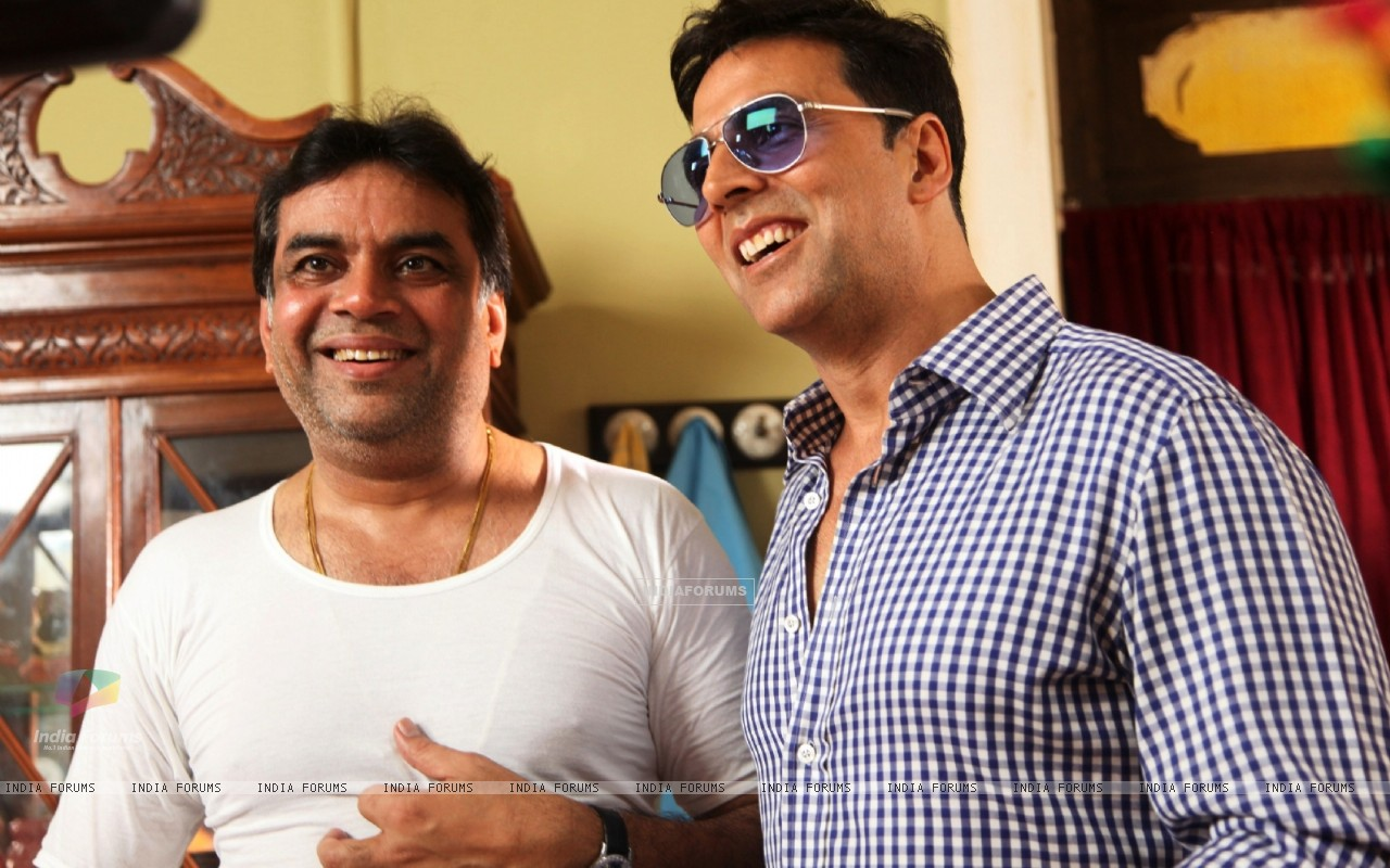 Akshay Kumar and Paresh Rawal on the sets of movie OMG! Oh My God (212088) size:1280x800