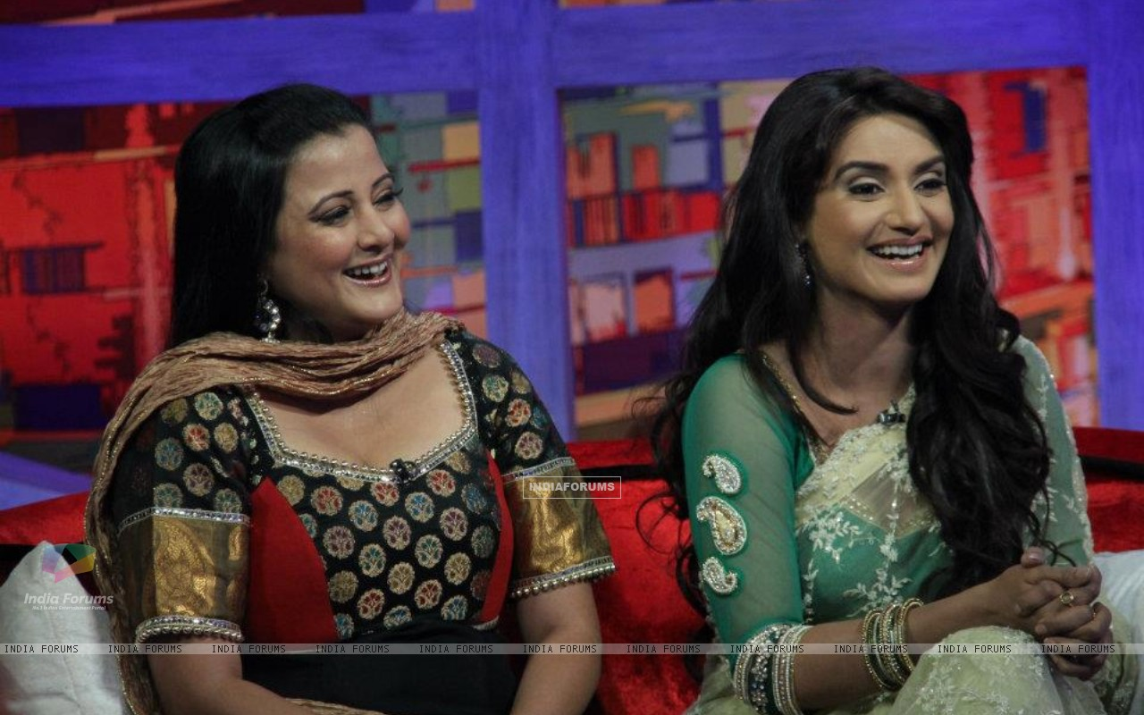 Rati Pandey with Smita Singh on movers and shakers (214880) size:1280x800
