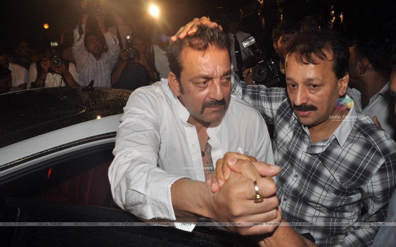 Bollywood actor Sanjay Dutt at Baba Siddique's Iftar party in Taj Lands End, Mumbai . (216034) size:1280x800
