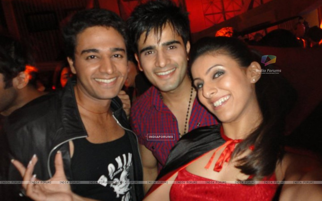 Gaurav, Karan and Khushboo (216227) size:1280x800