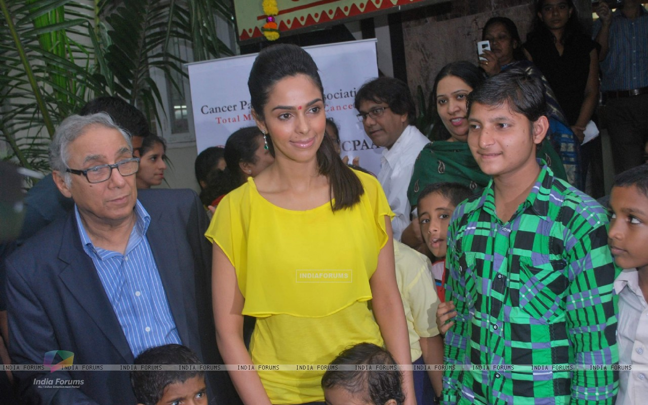 Bollywood actress Mallika Sherawat meets CPAA patients in Mumbai . (217380) size:1280x800