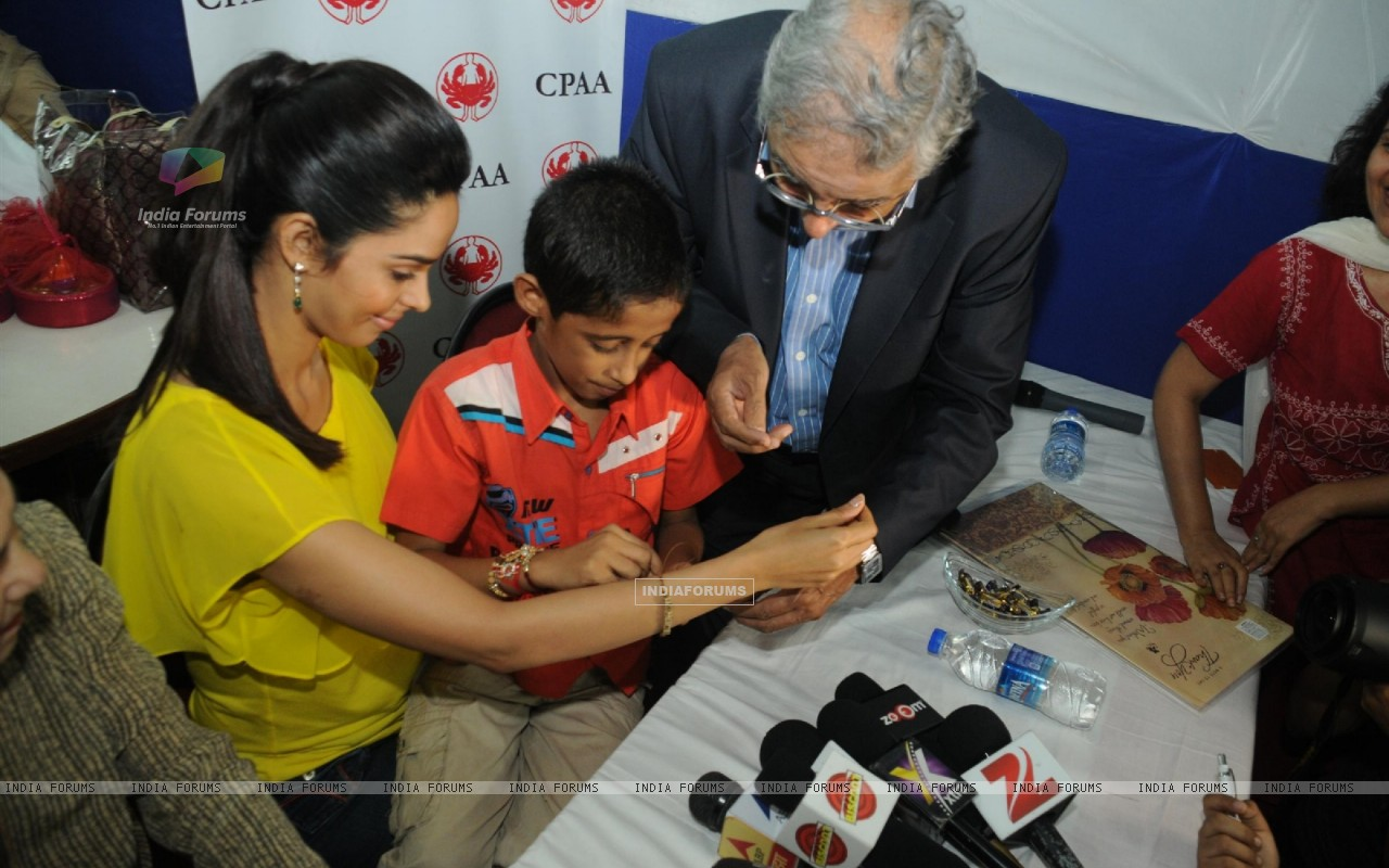Mallika Sherawat at Cancer Patients Aid Association (217638) size:1280x800