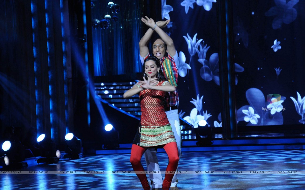 Shibani Dandekar with Punit performing on the sets of Jhalak Dikhhla Jaa (218644) size:1280x800