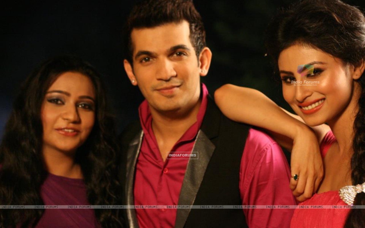 Arjun Bijlani with Mouni Roy (222471) size:1280x800