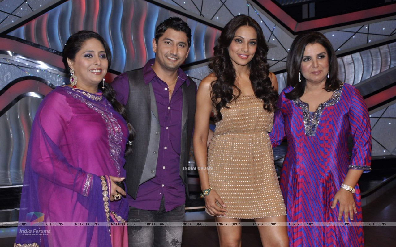 Bipasha Basu, Farah Khan, Geeta Kapur, Marzi Pestonji on the sets of DID Little Masters (222932) size:1280x800