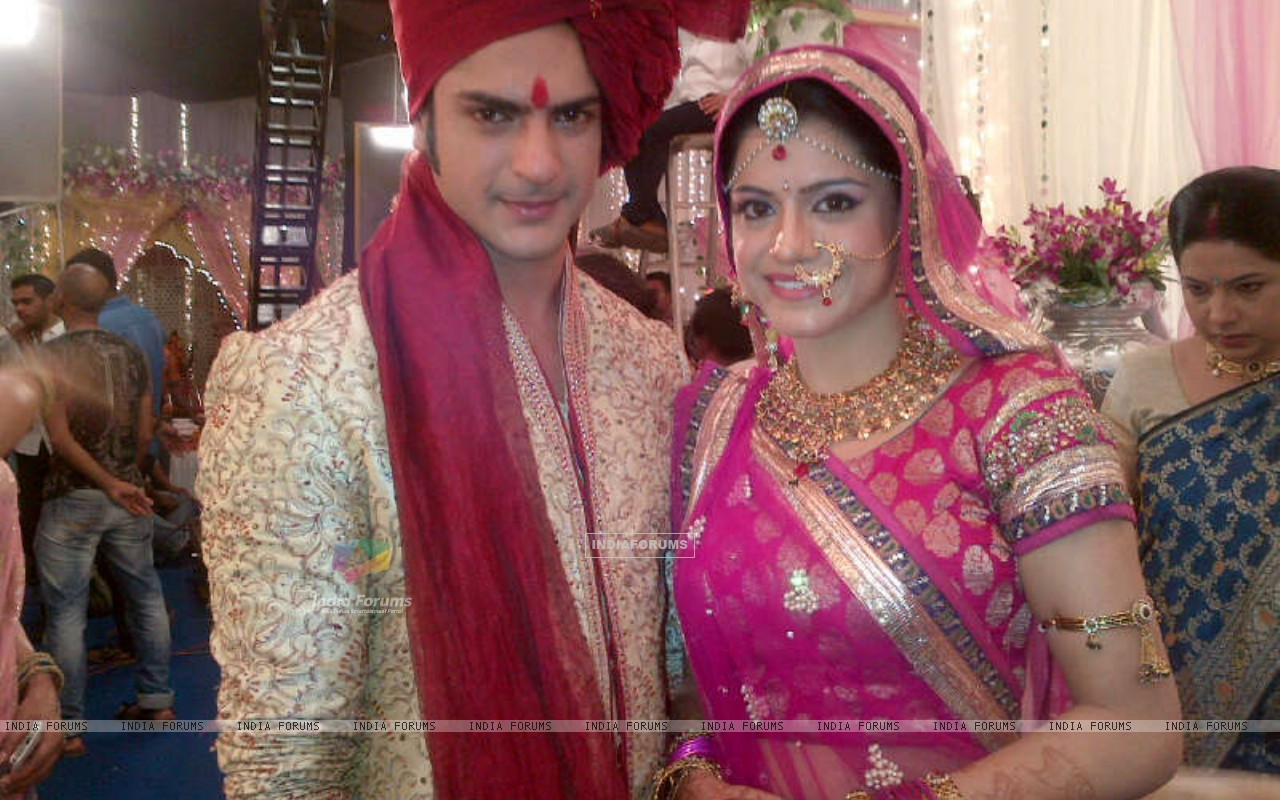 Ashish aka Saahil and Rishika aka Shivani getting married (224878) size:1280x800