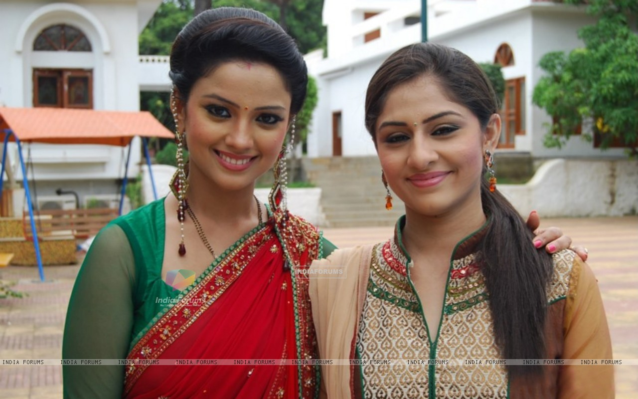 Ankita Sharma and Adaa Khan (225909) size:1280x800